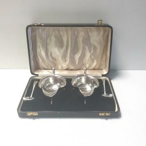 Antique Edwardian Solid Silver Boxed Pair of Sauce Boats & Ladles
