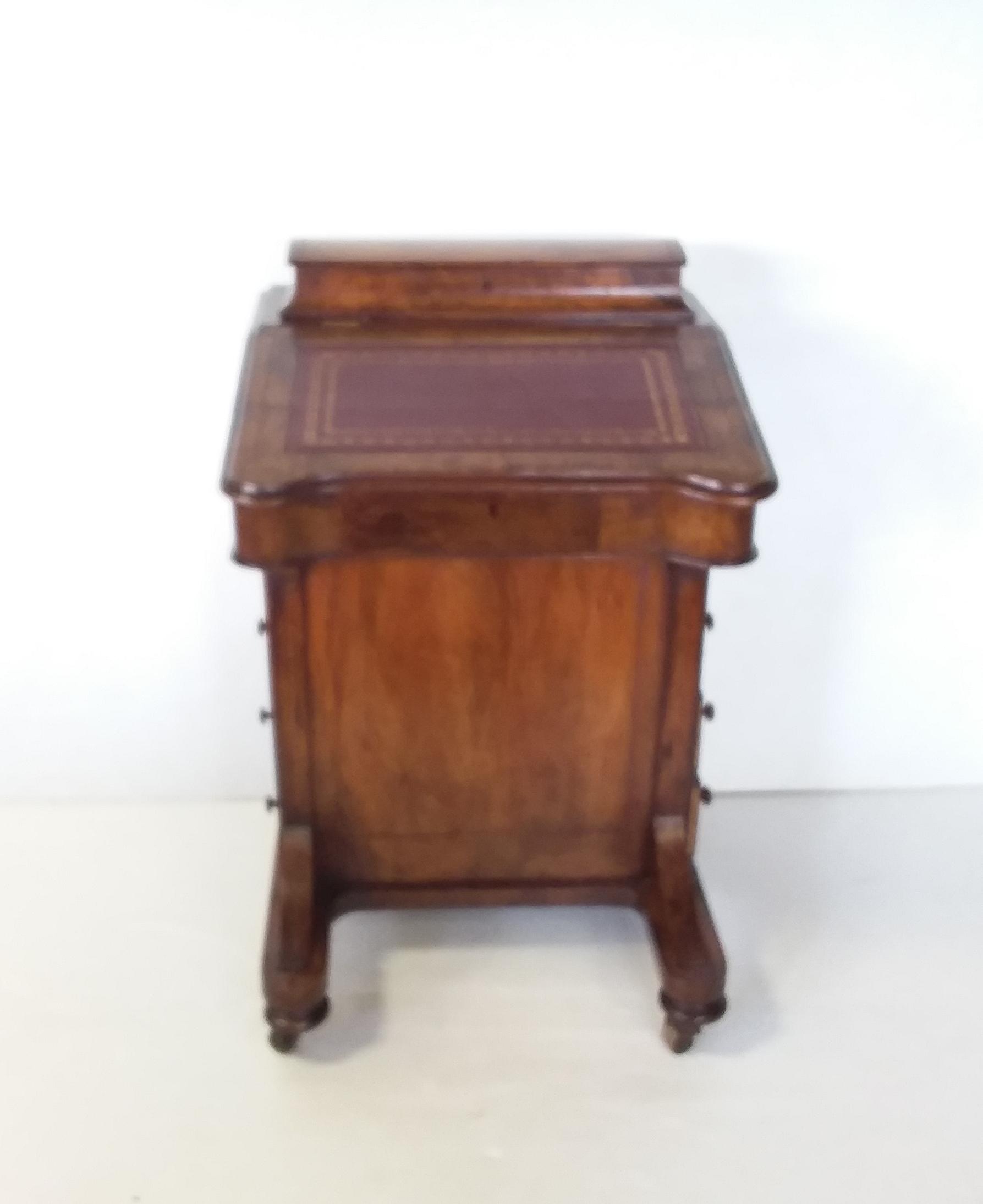 Antique_Victorian_Davenpor